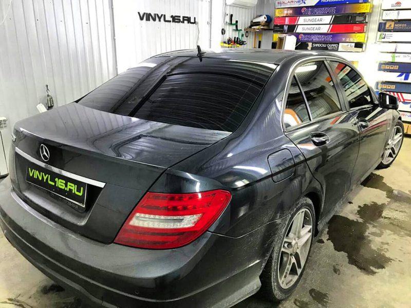 Затонировали заднюю часть плёнкой LLumar 95%, тонировка передних стёкол плёнкой LLumar 50% — автомобиль Mercedes C200