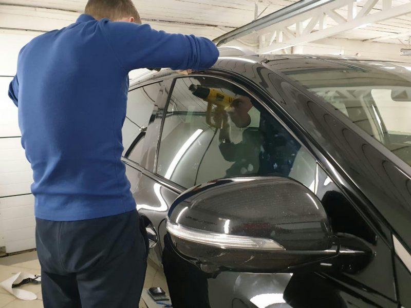 Оклейка хромированных элементов автомобиля пленкой черный глянец — KIA Sorento Prime
