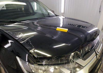 Mitsubishi Pajero Sport — бронирование капота и под ручками полиуретановой пленкой Hexis