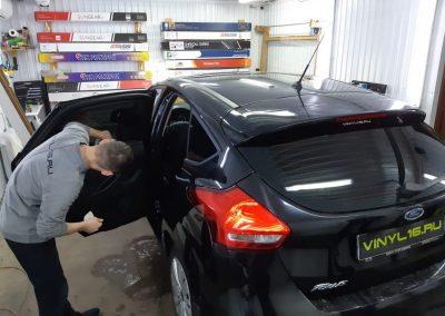 Тонируем автомобиль Ford Focus плёнкой SunTek 95%, плёнка премиум класса с очень хороший видимостью