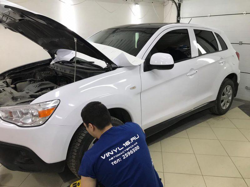 Оклеили автомобиль Mitsubishi Asx белой глянцевой плёнкой под такси, тонировка и бронирование