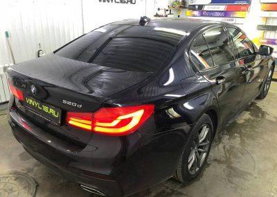 Затонировали заднюю полусферу металлизированной плёнкой премиум класса с отличной видимостью LLumar 95%% автомобиль BMW 5 серии
