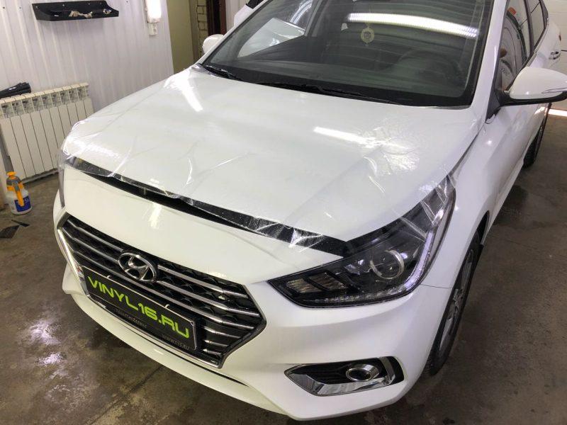 Забронировали капот антигравийной плёнкой, тонировка задней полусферы плёнкой ShadowGuard 95% — Hyundai Solaris
