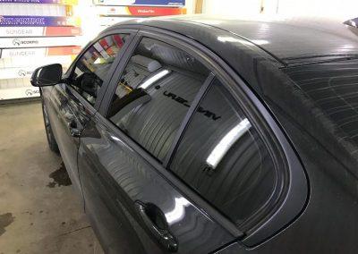 Тонировка задних стекол авто плёнкой LLumar, тонировка передних атермальной — BMW 3