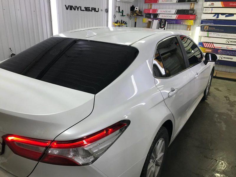 Затонировали заднюю часть плёнкой LLumar 95% — автомобиль Toyota Camry