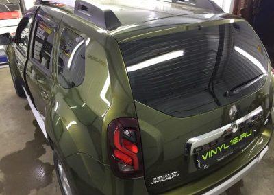 Затонировали заднюю полусферу металлизированной плёнкой премиум класса с отличной видимостью SunTek 95% — автомобиль Renault Duster