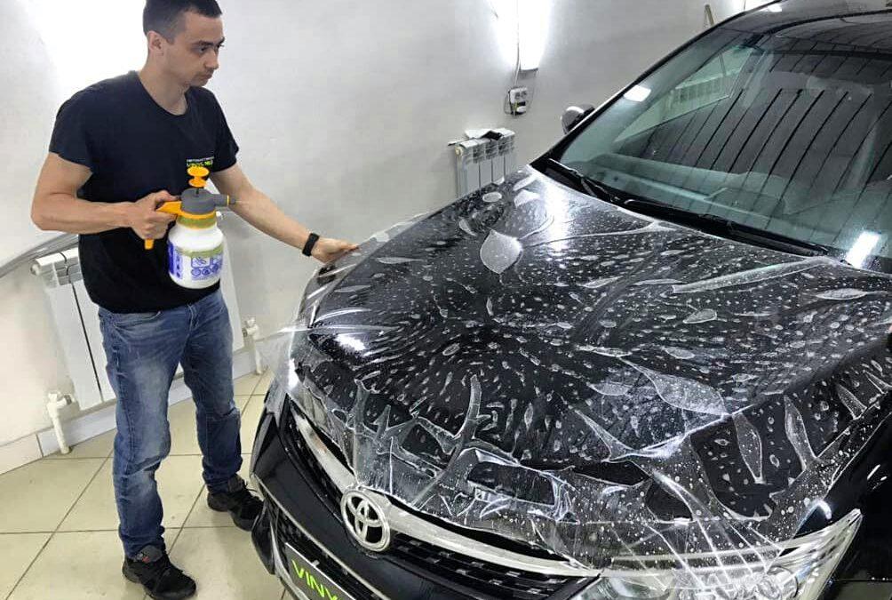 Бронирование полиуретановой плёнкой Hexis Bodyfence автомобиля Toyota Camry, тонировка пленкой SunTek 95% в подарок!
