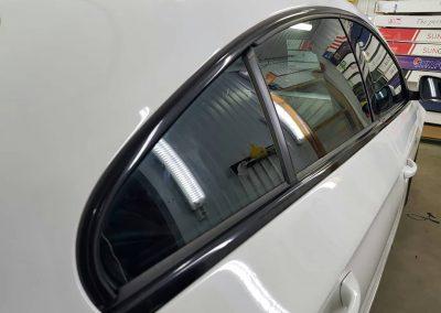 Выполнена работа по оклейке хрома «Shadow Line» черной глянцевой плёнкой premium KPMF — Volkswagen Passat