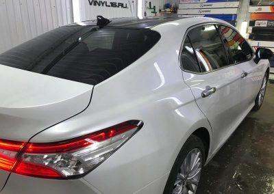 Toyota Camry — забронировали капот антигравийной пленкой и зон под ручками. Тонировка стекол авто пленкой LLumar.