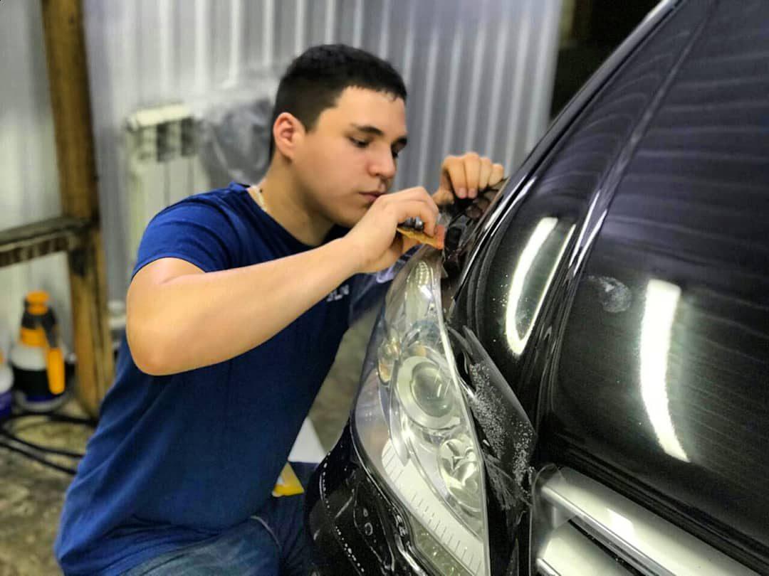 Бронирование пленкой фар  автомобиля Mercedes-Benz