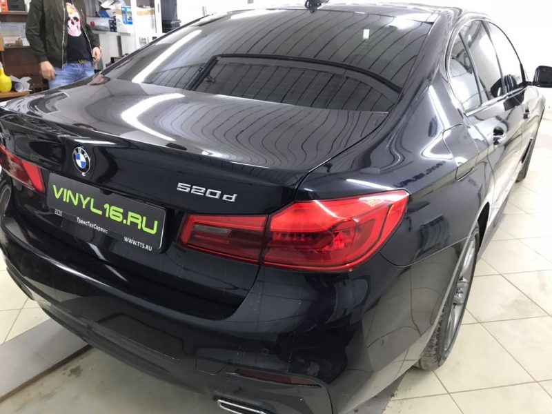 Затонировали заднюю полусферу плёнкой премиум класса с отличной видимостью SunTek 95% — автомобиль BMW 520D