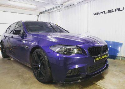 Оклеили крышу в чёрную глянцевую плёнку Oracal 970 , переднюю оптику забронировали полиуретановой плёнкой Hexis — автомобиль BMW 5