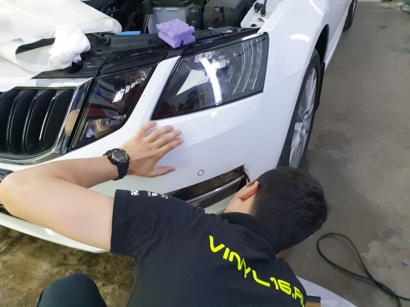 Бронируем автомобиль Skoda Octavia полиуретановой плёнкой Hexis Bodyfence