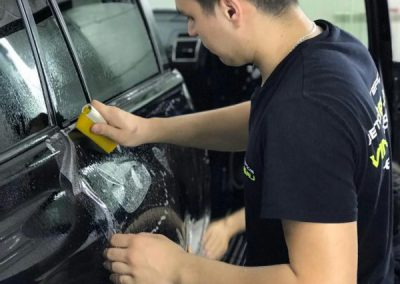 Полное бронирование кузова полиуретановой плёнкой Hexis Bodyfence, мощная защита и безупречный блеск — Toyota Land Cruiser Prado
