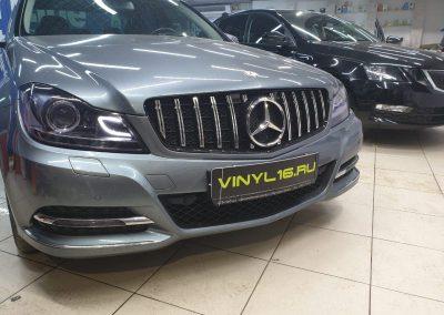 Mercedes C300 — бронирование фар плёнкой с эффектом затемнения