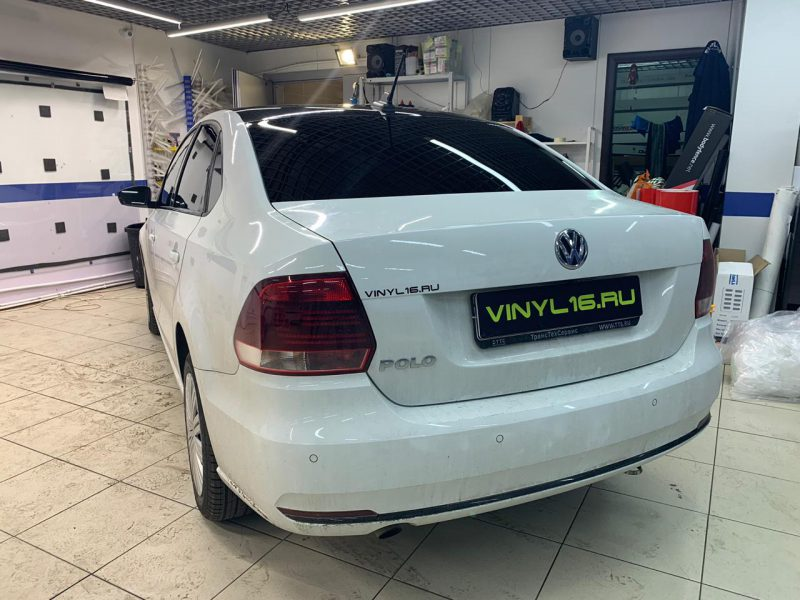 Volkswagen Polo — эффект панорамной крыши, тонировка стекол, бронирование передних фар, оклейка зеркал
