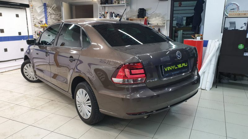Затонировали заднюю полусферу и передние боковые стекла качественной пленкой Ultra Vision 65% затемнения, автомобиль — Volkswagen Polo