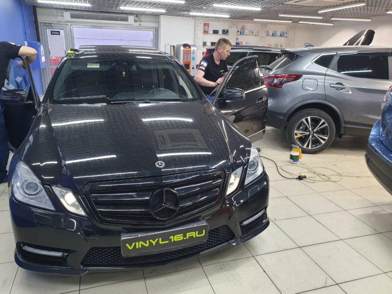 Mercedes-Benz E-class — тонировка всех стекол автомобиля