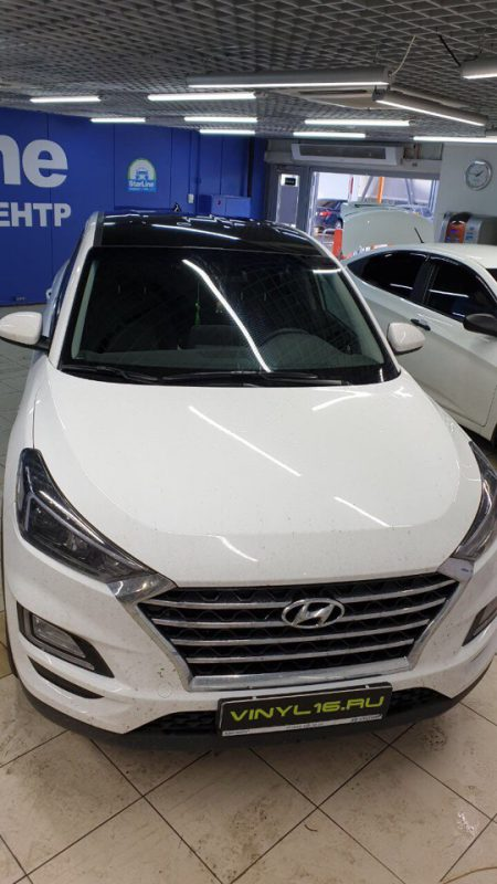 Hyundai Tucson — оклейка крыши автомобиля виниловой плёнкой KPMF