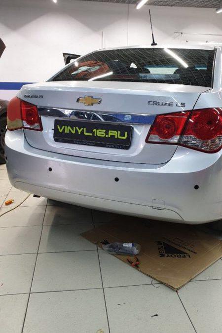 Chevrolet Cruze — полировка фар автомобиля, установка парктроников, подводка скрытой проводки к регистратору