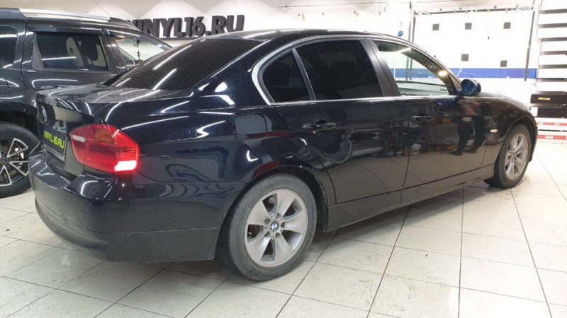 Затонировали заднюю полусферу BMW 3 серии плёнкой Carbon 95%