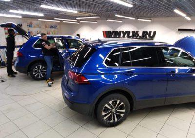 2 Volkswagen Tiguan — бронирование кузова и фар, передняя атермальная тонировка Ultra Vision, задние стекла Llumar