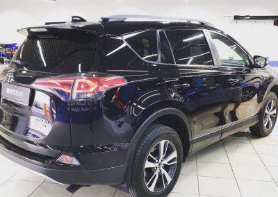 Затонировали заднюю полусферу Toyota Rav металлизированной плёнкой Ultra Vision 95% затемнения