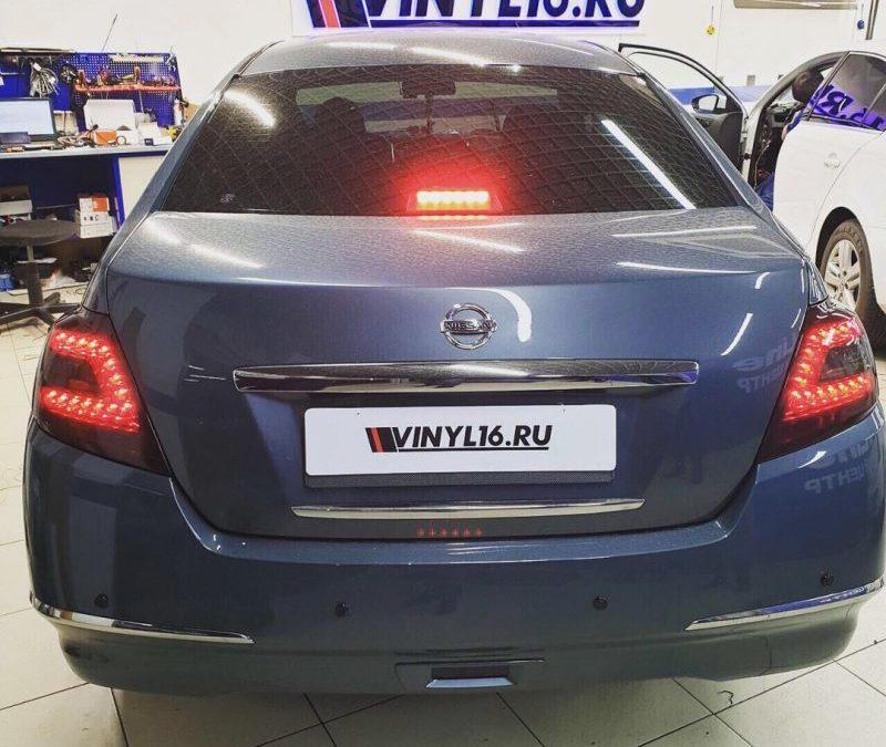 Тонировка задних фонарей автомобиля Nissan Teana
