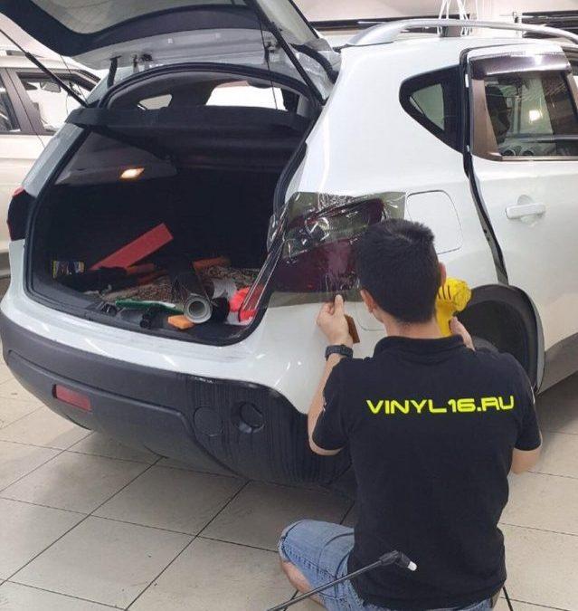 Бронирование плёнкой с эффектом затемнения пленкой Oracal 8300 — Nissan Qashqai