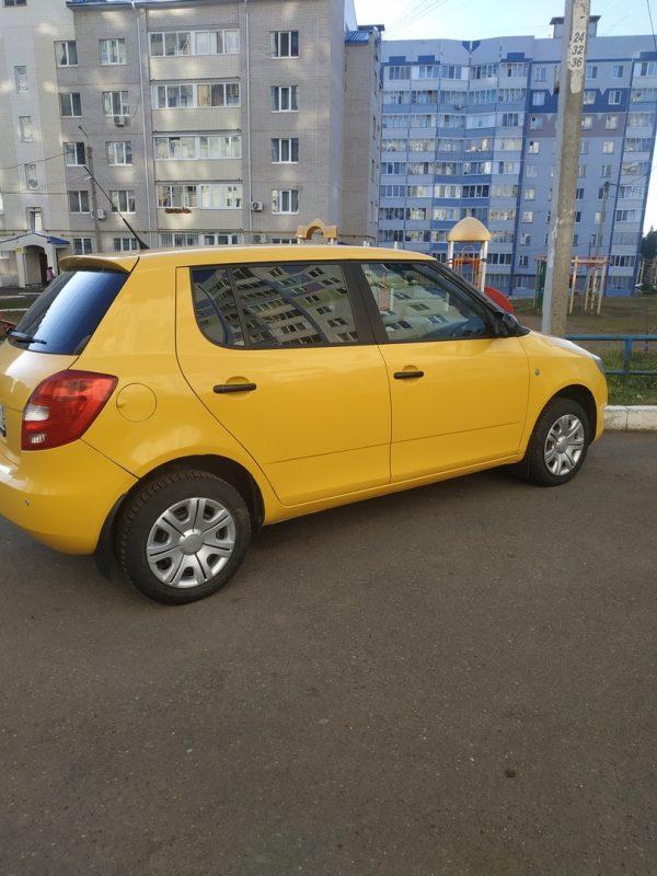 Skoda Fabia — оклейка автомобиля пленкой KPMF жёлтый глянец