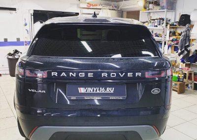 Затонировали заднюю полусферу Range Rover Velar пленкой премиум класса Llumar 95% затемнения