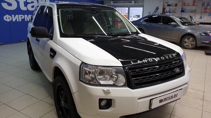 Land Rover Freelander — оклейка капота черной глянцевой пленкой