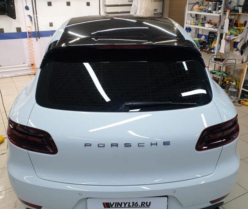 Porsche Macan — тонировка стекол пленкой Johnson, оклейка крыши автомобиля пленкой Oracal 970