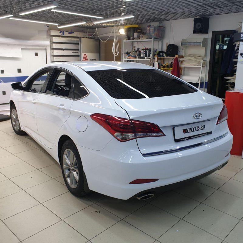 Оклейка автомобиля белой глянцевой пленкой — Hyundai i40