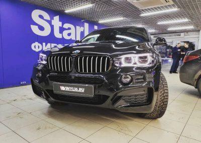 Забронировали переднюю часть BMW X6 супер-глянцевой плёнкой премиум класса Hogo Maku, установка сетки, бронирование фар Stek и тонировка стекол