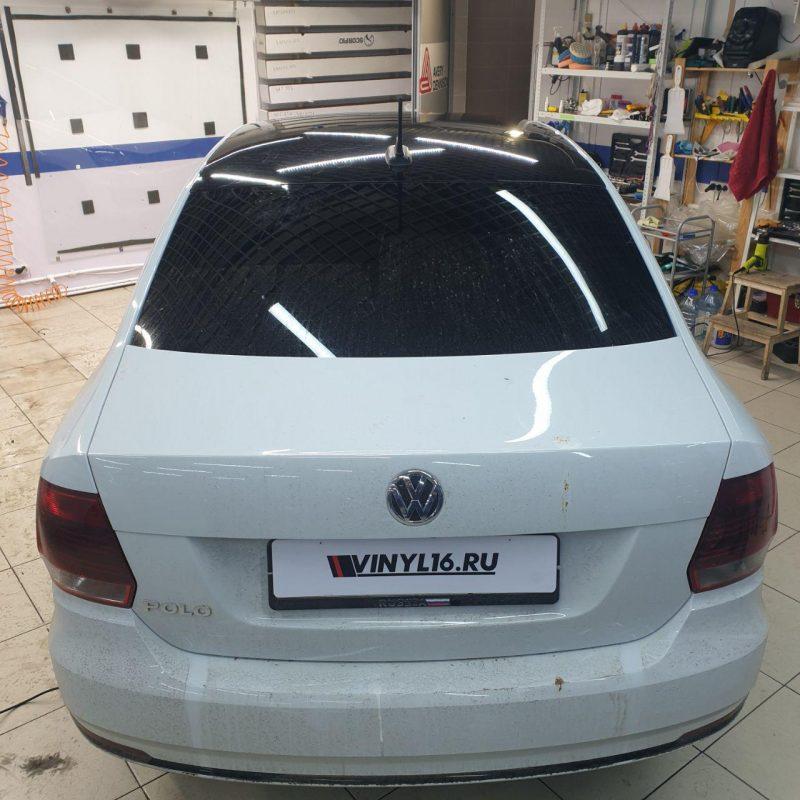 Оклейка крыши авто VW Polo пленкой черный Oracal 551