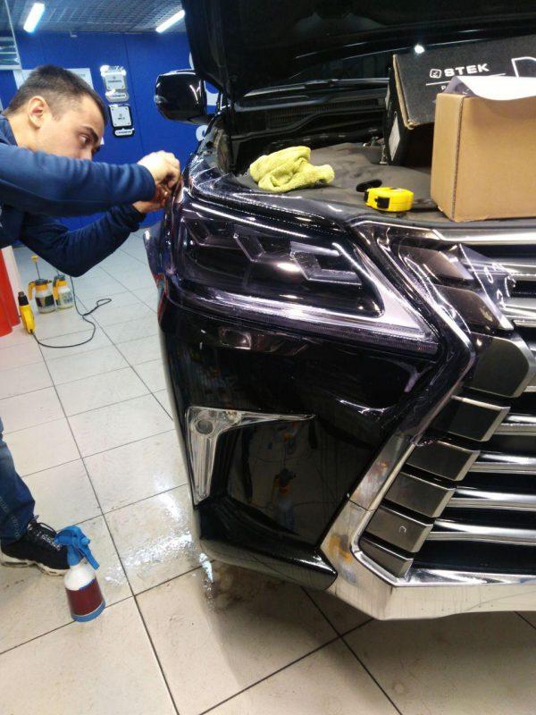 Бронирование фар автомобиля Lexus LX570 полиуретановой пленкой Stek