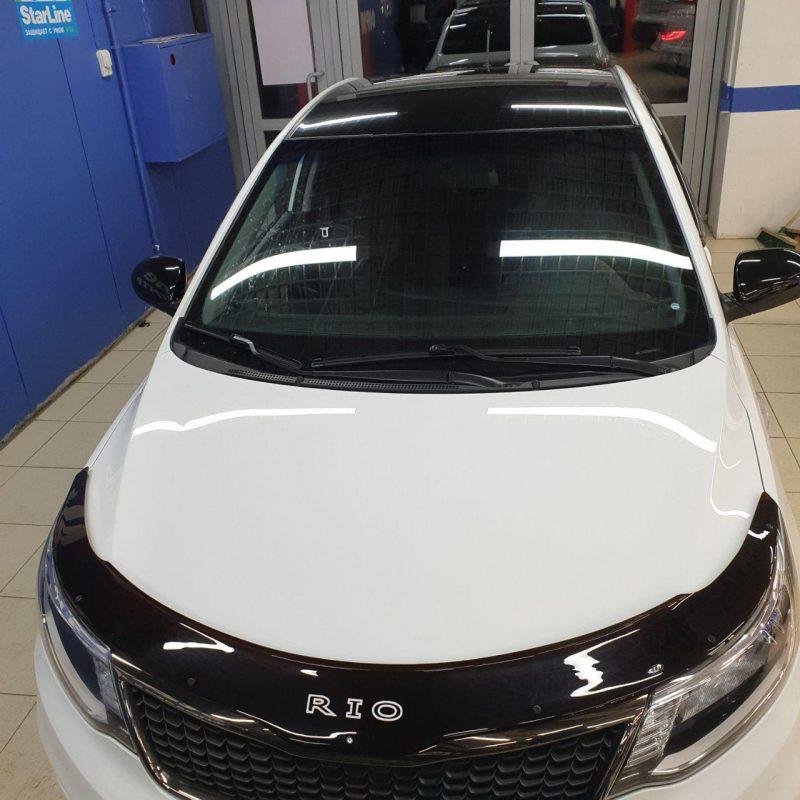 Оклейка крыши и зеркал автомобиля Kia Rio в черный глянец пленкой Oracal 970
