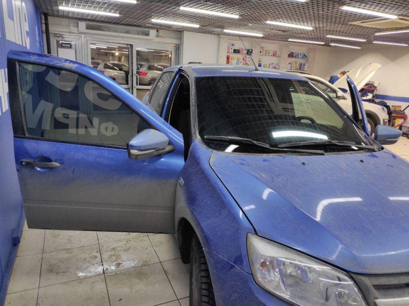Тонировка автомобиля Лада Гранта в Казани пленкой Shadow Guard