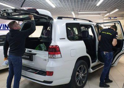 Toyota Prado — тонировка стекол автомобиля пленкой Infinity, бронирование фар и зеркал полиуретаном
