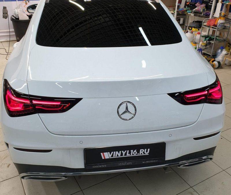 Mercedes-Benz CLA-klasse — тонировка стекол пленками Llumar, бронирование фар пленкой Stek, оклейка крыши и зеркал пленкой черный глянец
