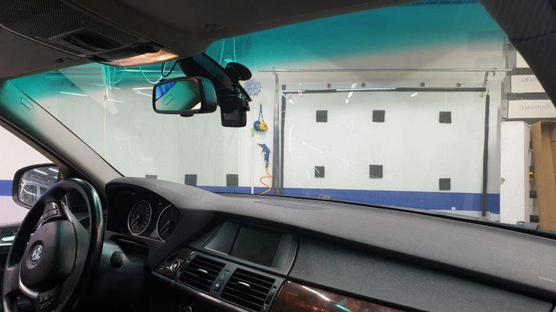 Бронирование лобового стекла автомобиля BMW X5