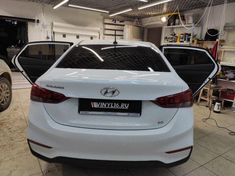 Hyundai Solaris — тонировка стекол автомобиля пленкой Carbon
