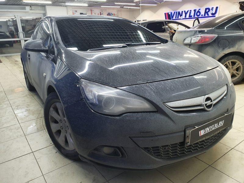 Демонтаж старой пленки и тонировка лобового стекла пленкой Shadow Guard 95% — Opel Astra