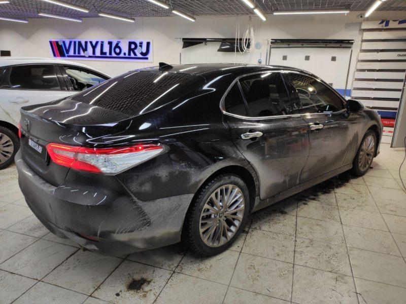 Тонировка стекол автомобиля Toyota Camry премиальной пленкой Llumar