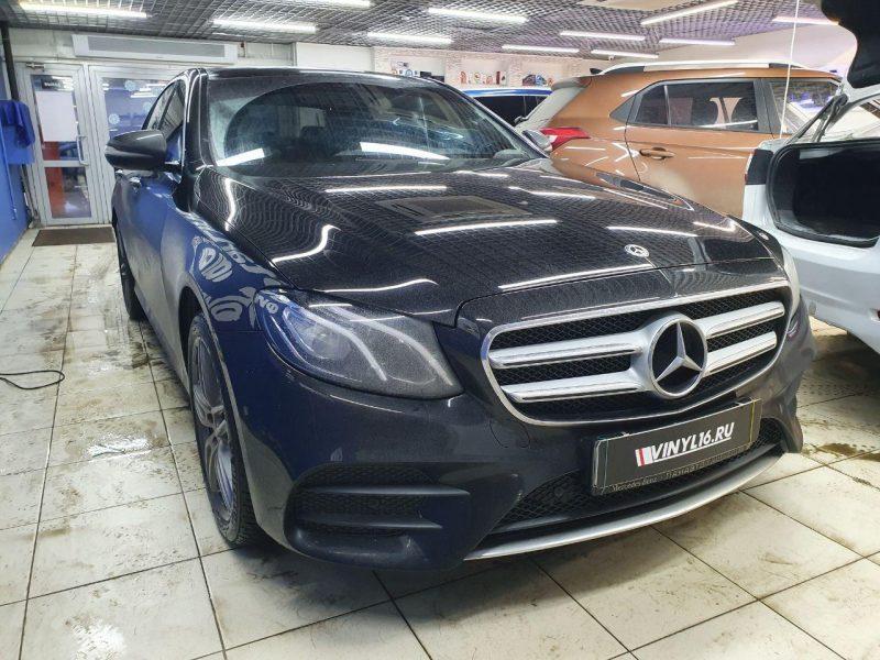Mercedes E200 — тонировка стекол автомобиля пленкой LLumar 65%
