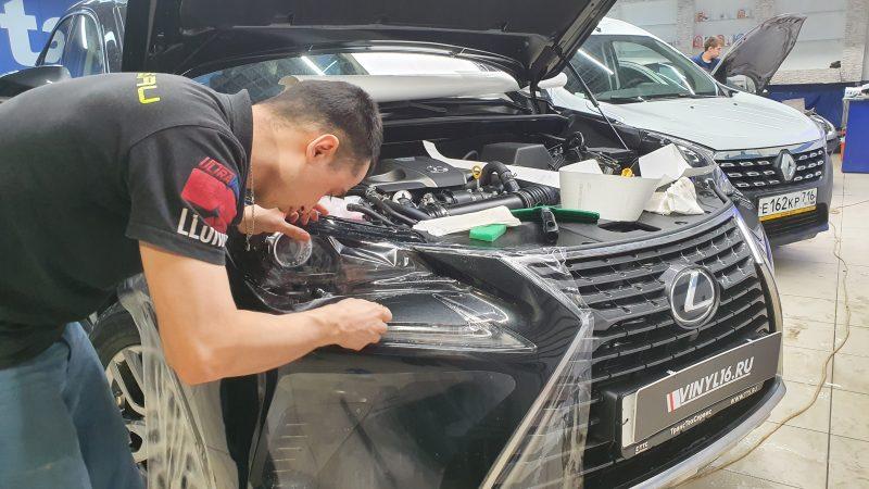 Бронирование пленкой фар, ручек автомобиля и части капота — автомобиль Lexus RX