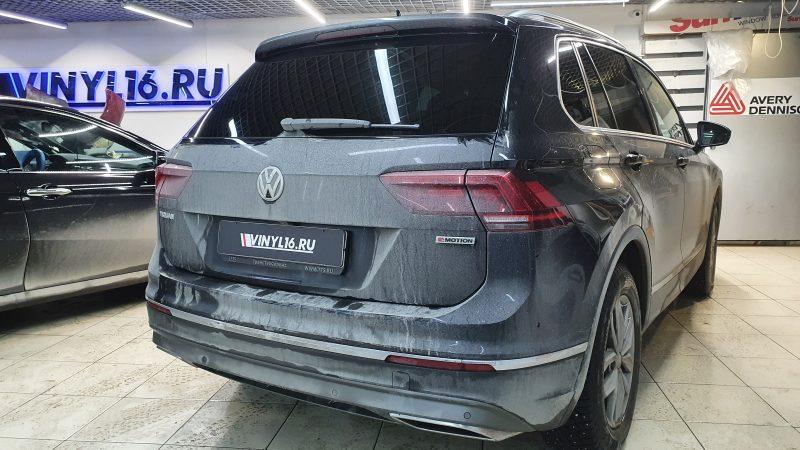 Volkswagen Tiguan — тонировка задних стекол автомобиля пленкой LLumar 95