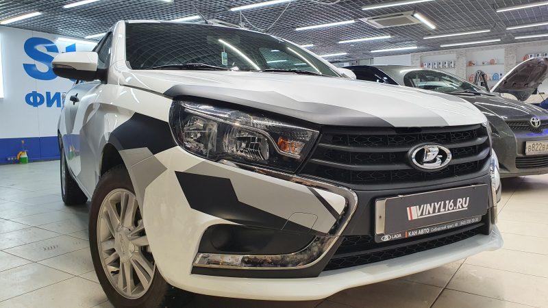 LADA Vesta — оклейка капота автомобиля пленкой под камуфляж