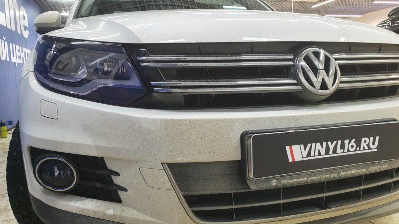 VW Tiguan — бронирование фар пленкой STEK, бронирование ручек и порогов, тонировка пленкой Johnson